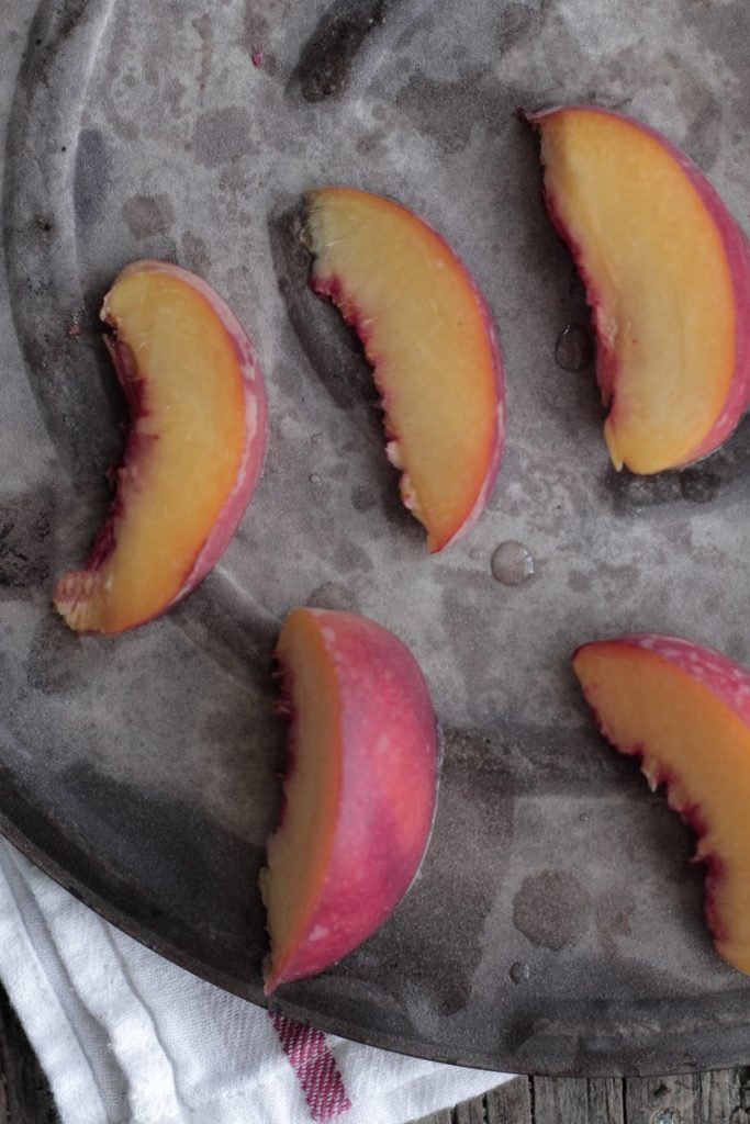 How to freeze peaches the easy way. This easy method only takes minutes to freeze pounds of peaches. Learn how to freeze peaches and use them.