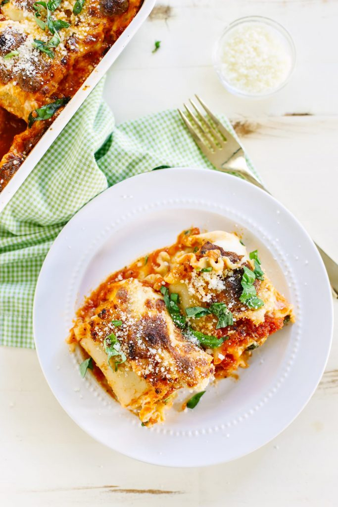 Spinach Lasagna Roll Ups. Filled with loads of green veggies, spinach and broccoli, mixed with cheese and a homemade sauce to top it all off! You're going to love these!