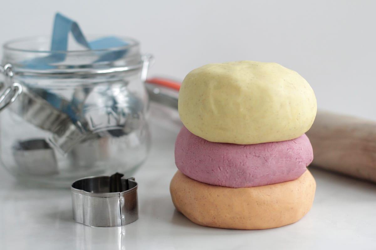 DIY Homemade Playdough for Fall (no artificial dyes) - Live Simply