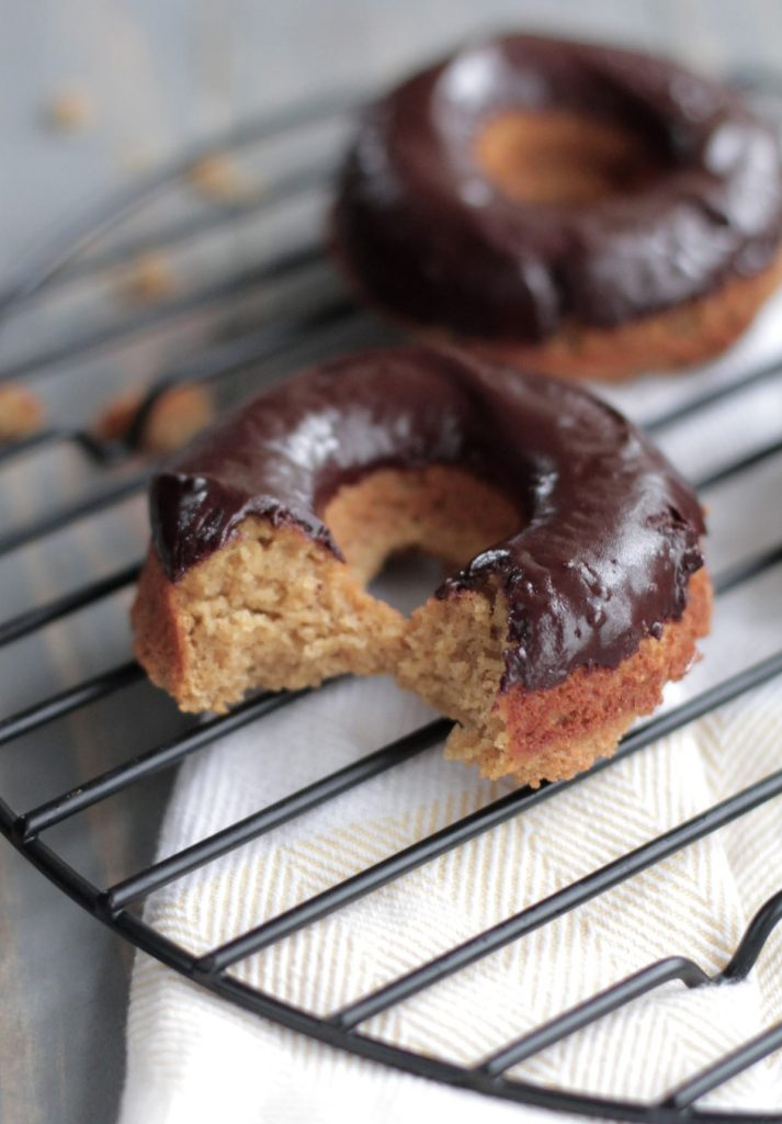 A healthy grain-free homemade pumpkin doughnut that's perfectly sweet and delicious. Made with no refined sugars and almond flour.