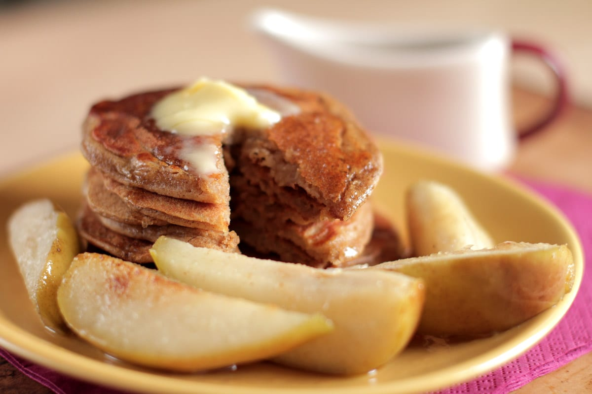 gingerbread pancakes with pears