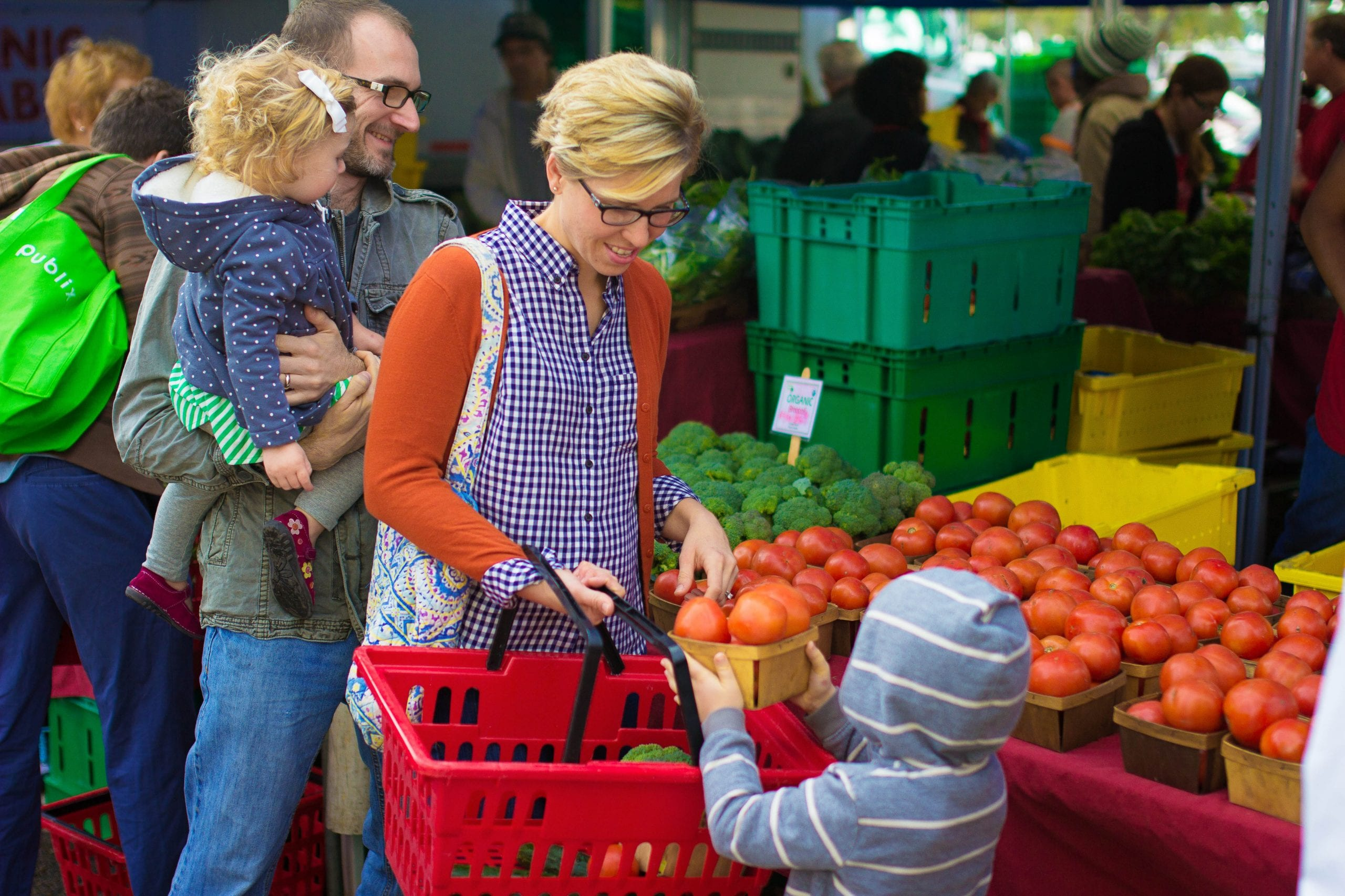 Five reasons to shop a farmer 39 s market live simply for Shopping cuisine