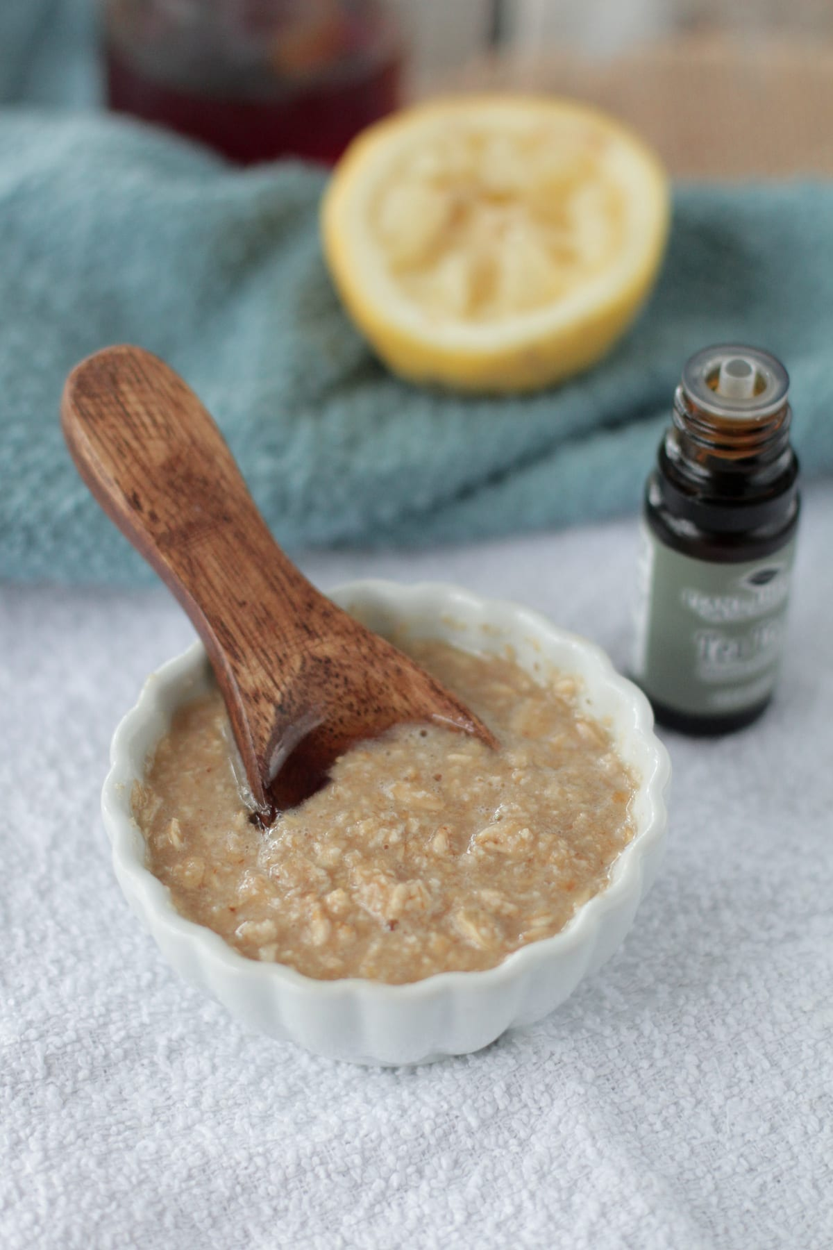 Fight acne naturally! This mask will reduce scars and fight-off unwanted pimples and blackheads for glowing skin! Homemade Honey Oatmeal Acne Mask