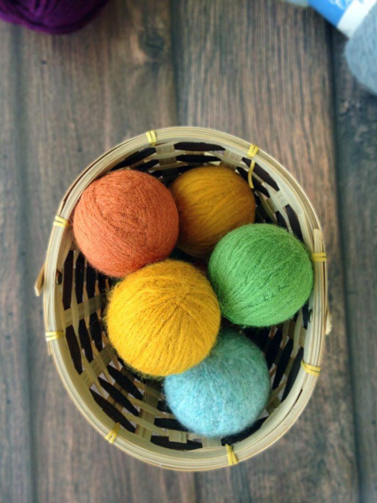DIY dryer balls a homemade dryer sheet alternative
