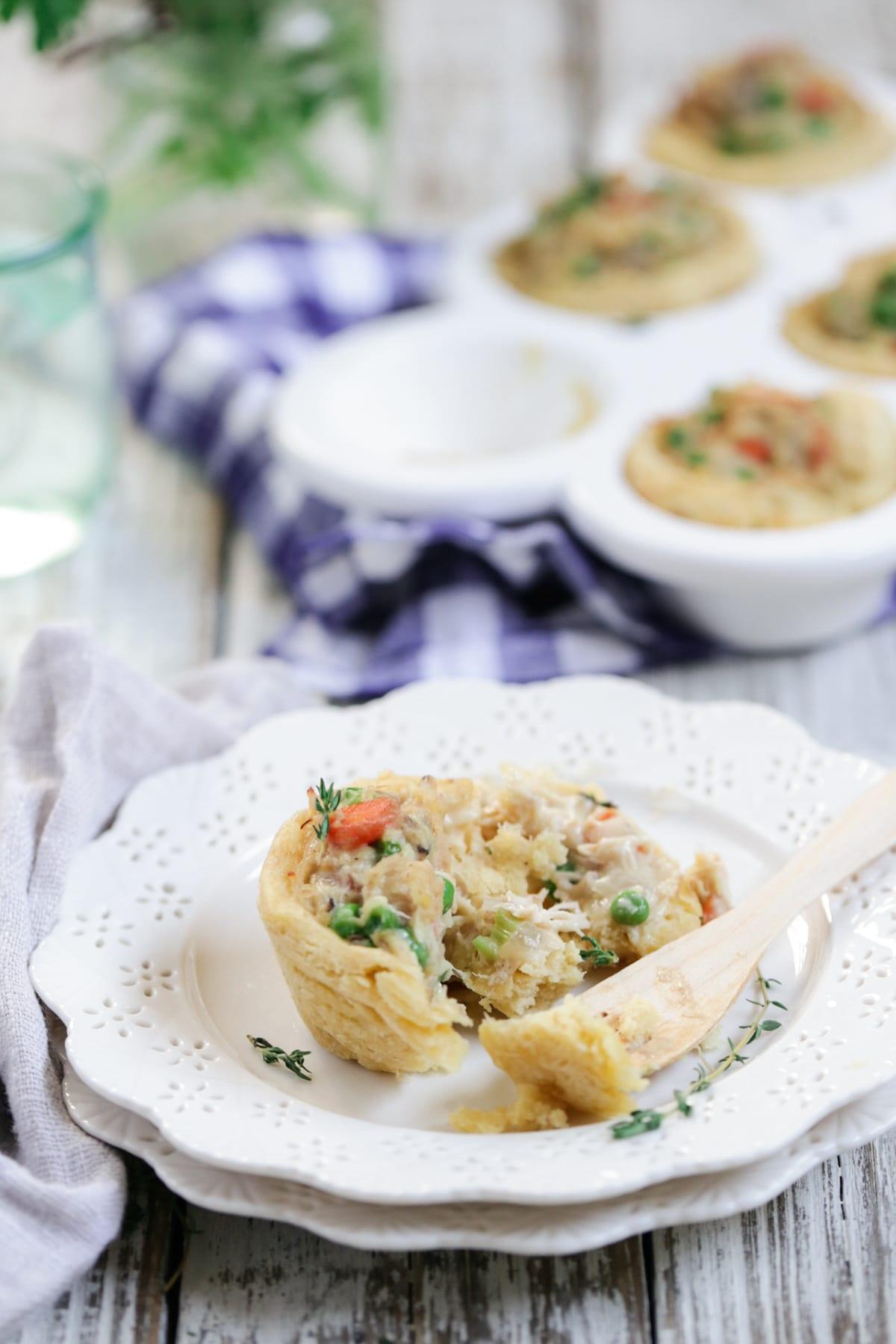 Mini Chicken Pot Pie Biscuits: Freezer-friendly. Kid-friendly. Easy to ...