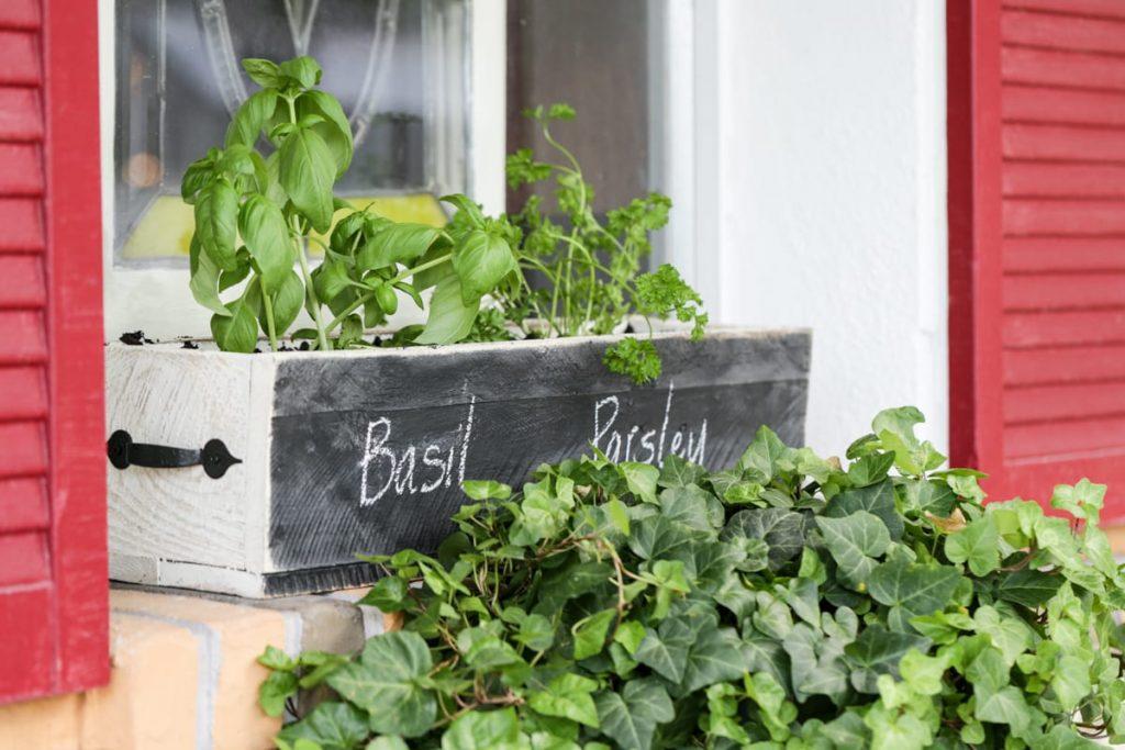 DIY Herb Box: A super easy tutorial for a fun garden herb box!