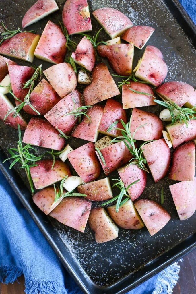 Roasted Rosemary Potatoes. Because dinner doesn't need to be complicated! Keep it simple with the delicious side dish.