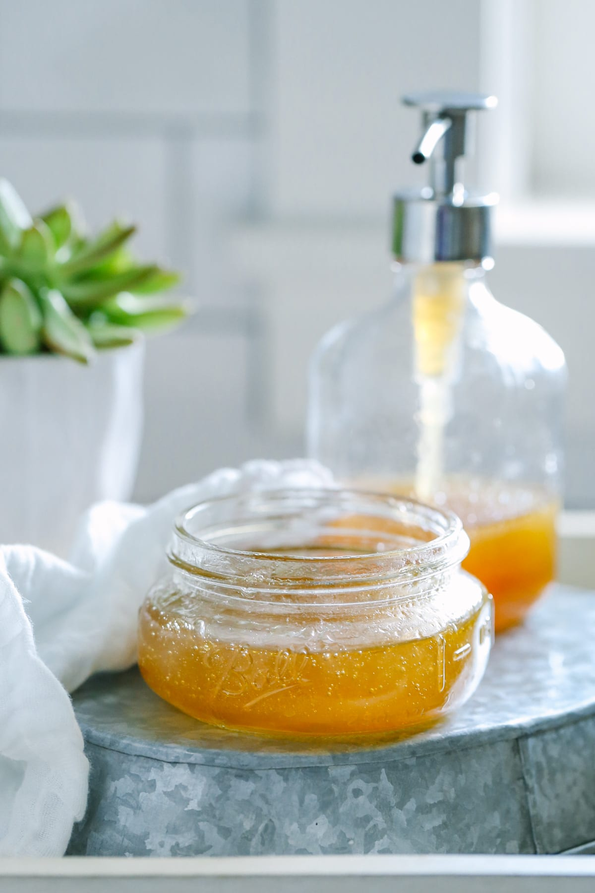 DIY Honey Facial Cleanser + nine other non-toxic DIY beauty products to make at home!