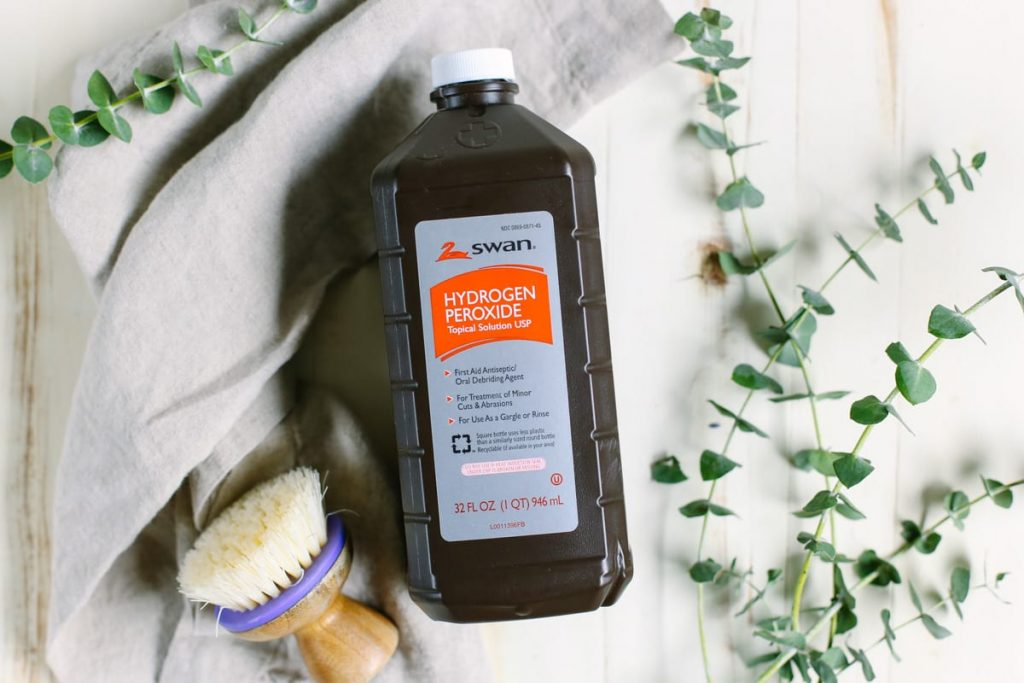 Must Have Ingredients to Clean Your Entire House, Naturally! Add these products to your DIY cleaning toolkit and clean your whole house without the harsh chemicals.