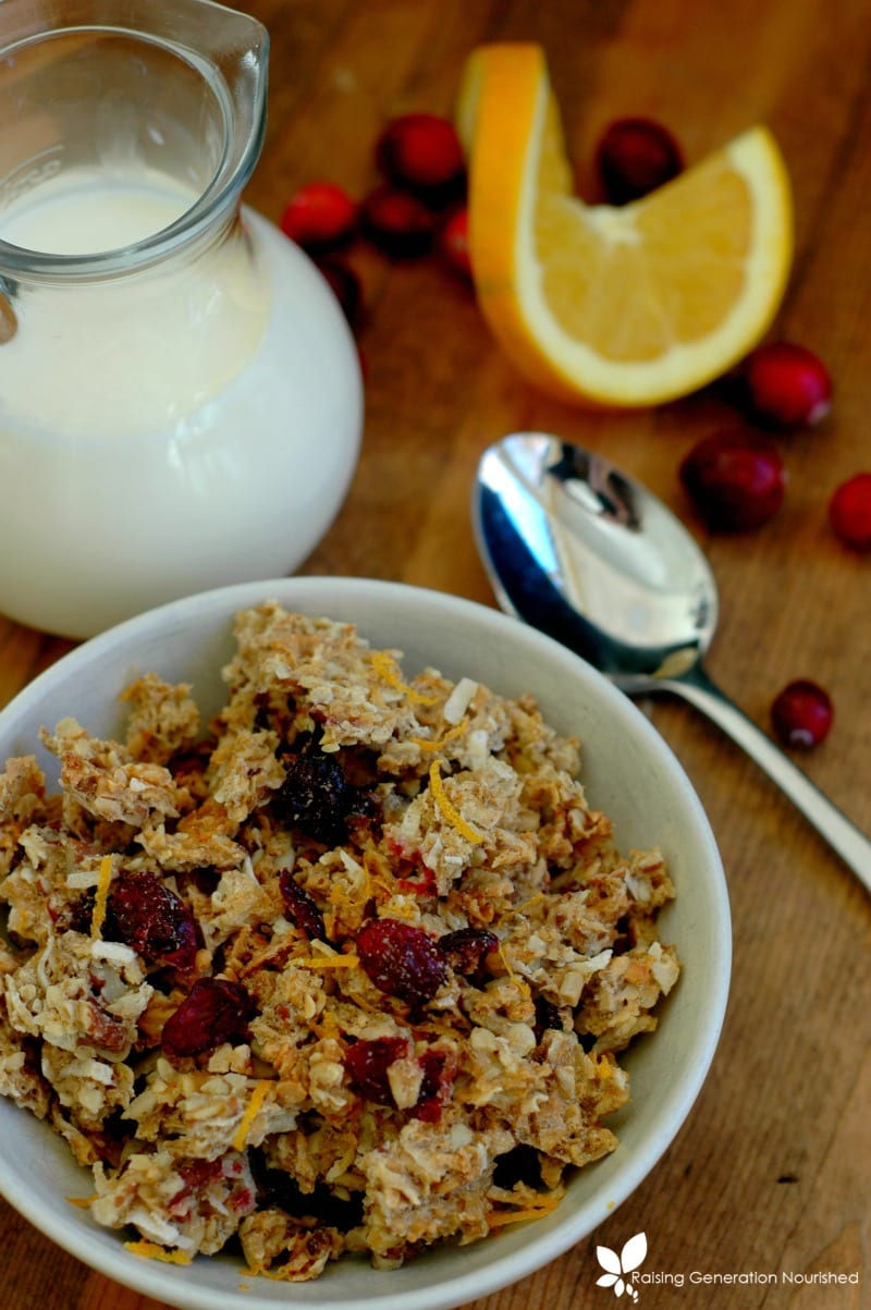 8 Homemade Granola Gift Ideas: Homemade granola is so easy to make and very inexpensive! The perfect heart-felt gift. Plus, free printable gift tags!