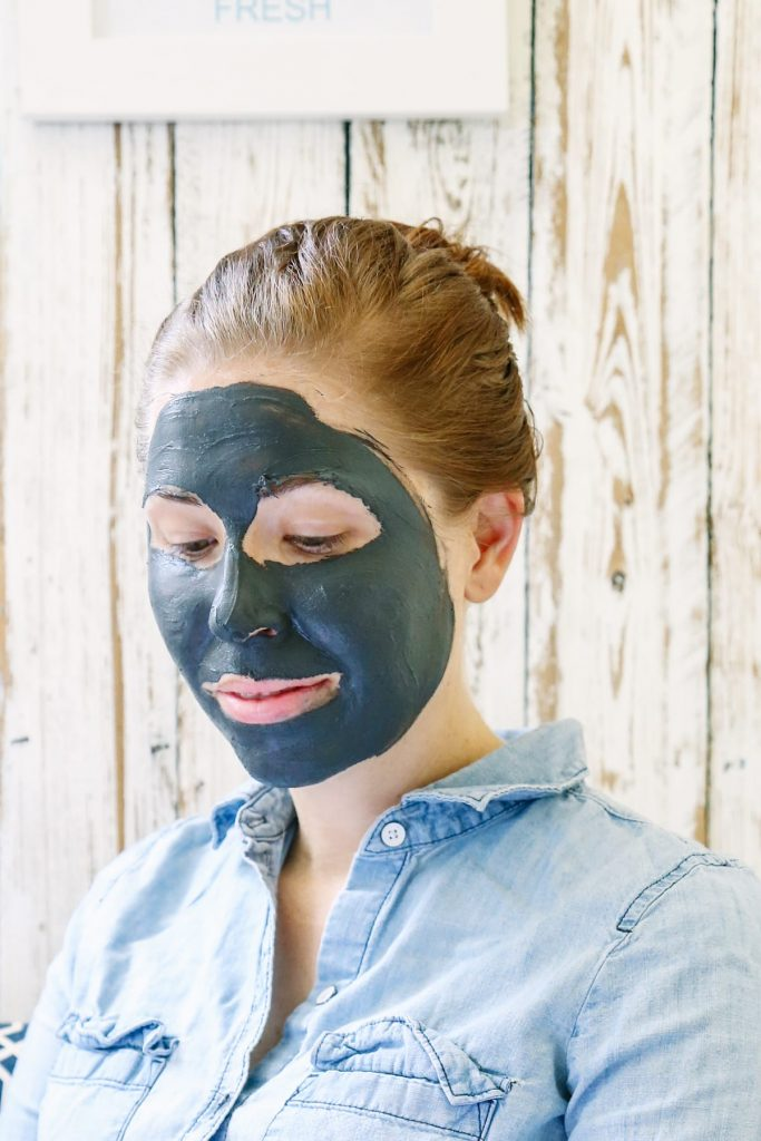 Draw out the unwanted dirt and oils on your face with this soothing and cleansing charcoal face mask! Seriously, this mask is amazing!