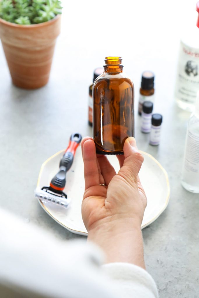 So easy! Homemade aftershave with two scent options.