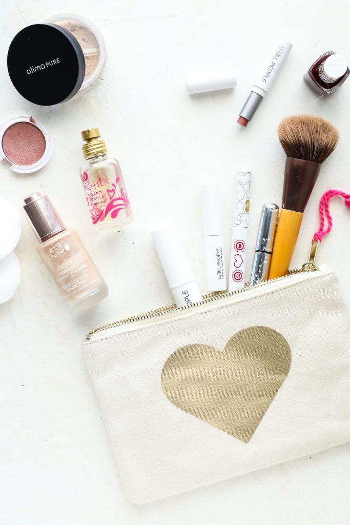 Red flag ingredients to avoid in body-care products, and how to read an ingredient label to find natural products. So easy!