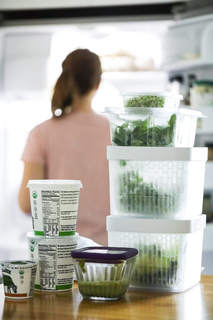 Such a practical and easy way to clean and deodorize the fridge! Saves money and even helps you easily build a meal plan.
