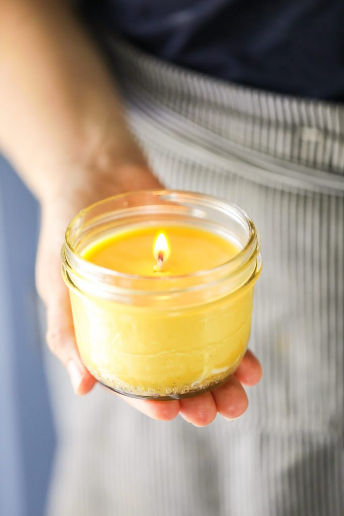 How to make easy, fuss-free, mess-free candles using a slow-cooker/crock-pot.