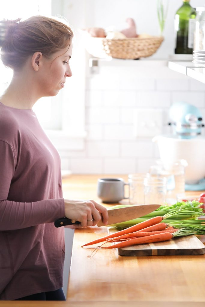How to keep cut carrot and celery crisp and fresh for over a week! So easy. And it works, without fail.