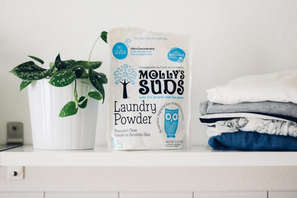 The best natural, non-toxic laundry soap and detergent options I've tried! Easy-to-find brands and homemade do it yourself options for laundry.