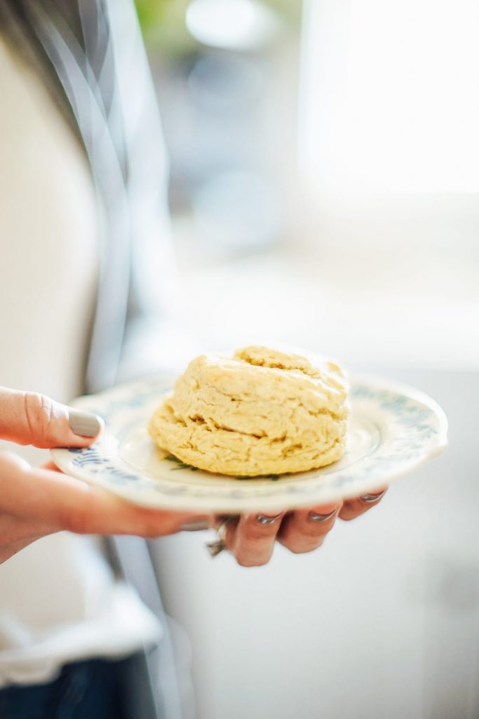 Easy to make homemade biscuits made ancient einkorn flour. These biscuits are perfectly fluffy and also delightfully flaky.