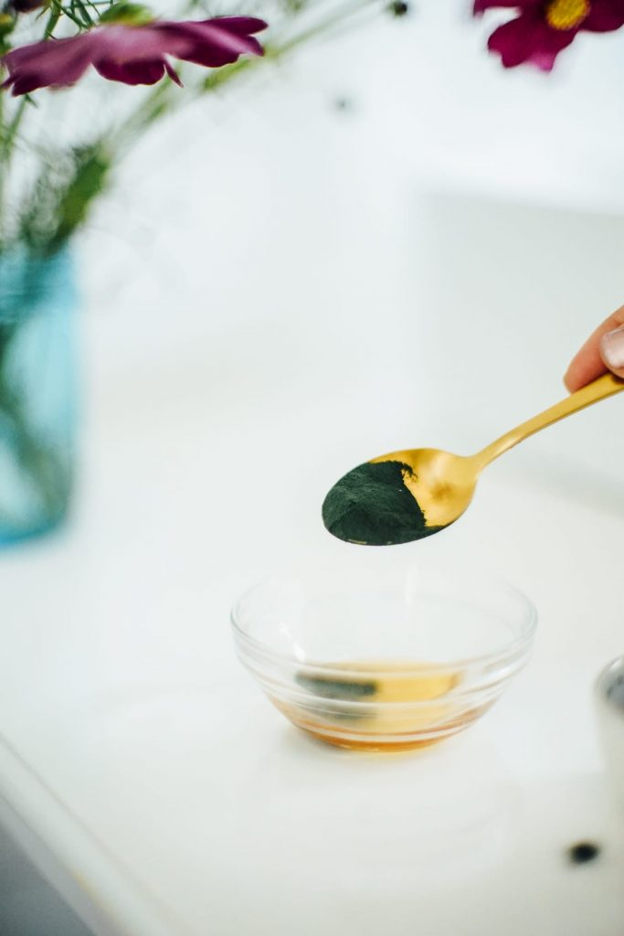 adding spirulina to honey