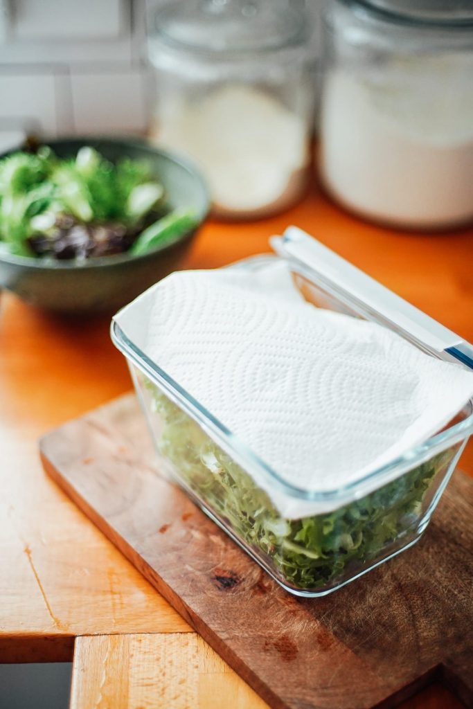 store lettuce with paper towel